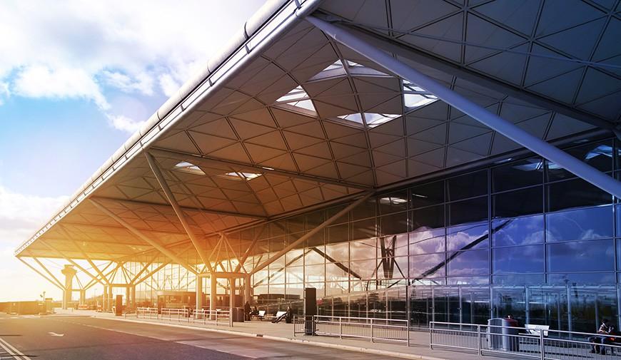 Здание аэропорта Станстед.  Архитектор Норман Фостер