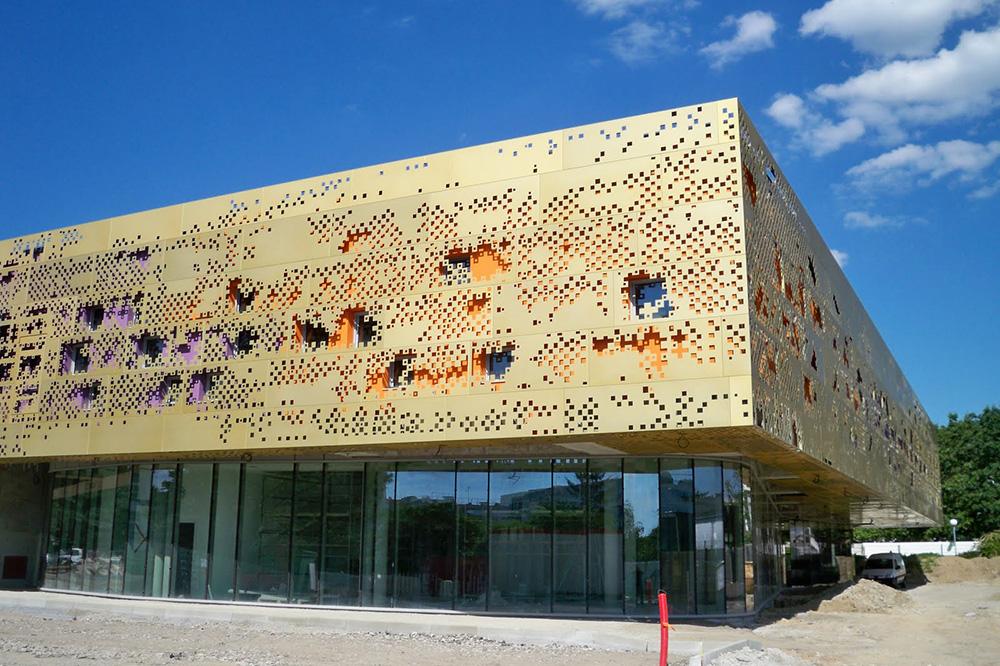 Школа Искусств.  В Санкт-Эрблен  (Франция)