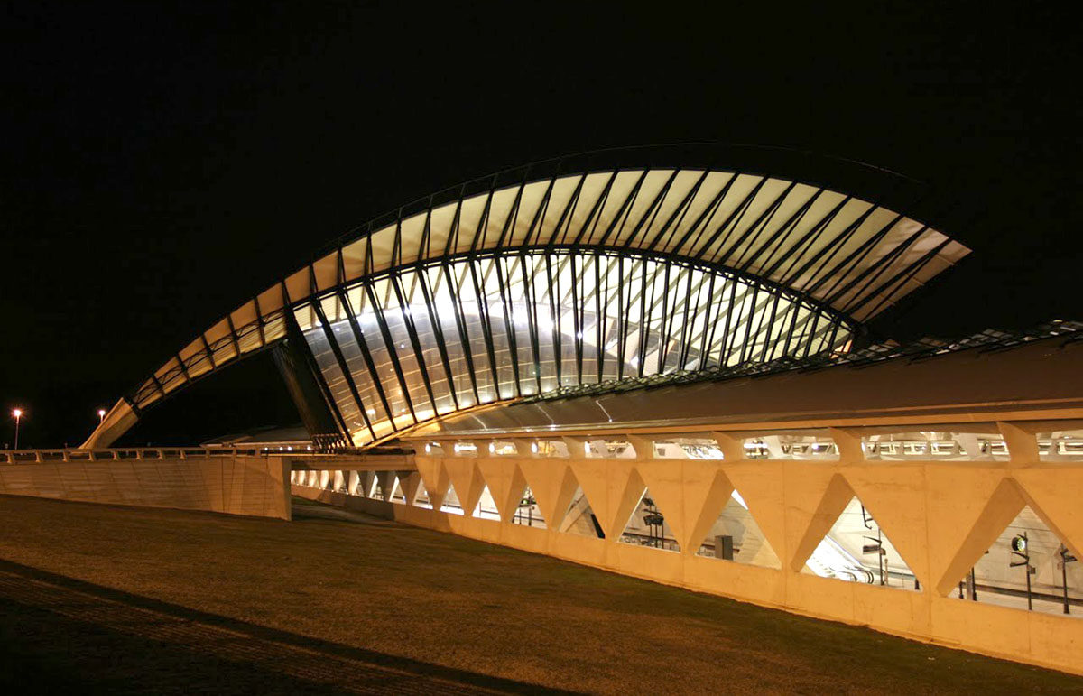 Здание железнодорожного вокзала в Лионском аэропорту