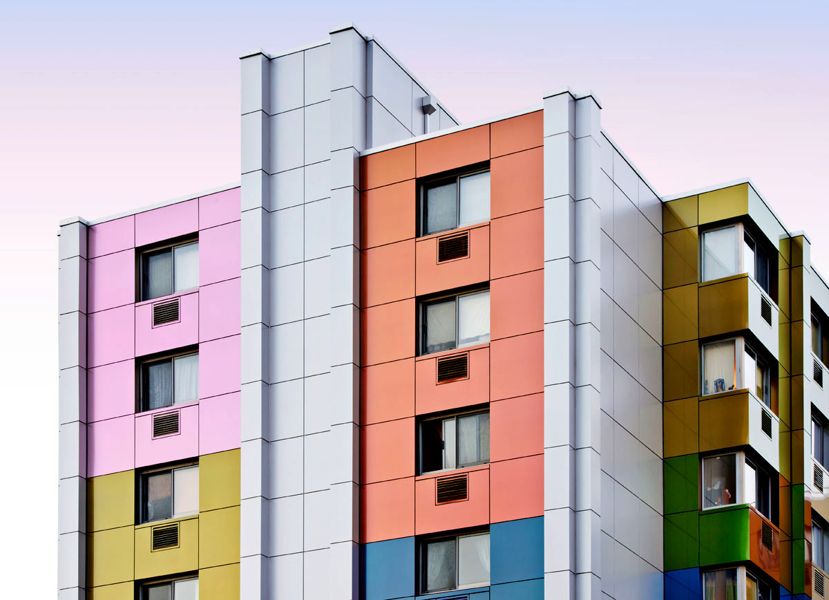 Реконструкция фасадов жилого дома панелями Алюкобонд