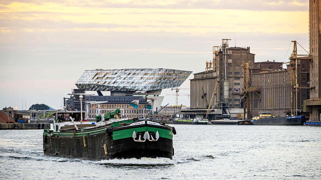Штаб-квартира порта Антверпен: кристалл от Заха Хадид