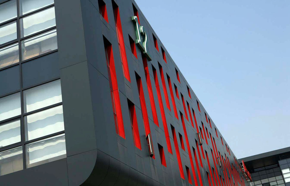 Оригинальные здания с использованием HPL панелей. Бизнес-центр