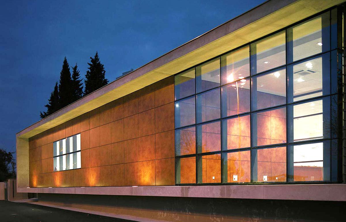Оригинальные здания с использованием HPL панелей.