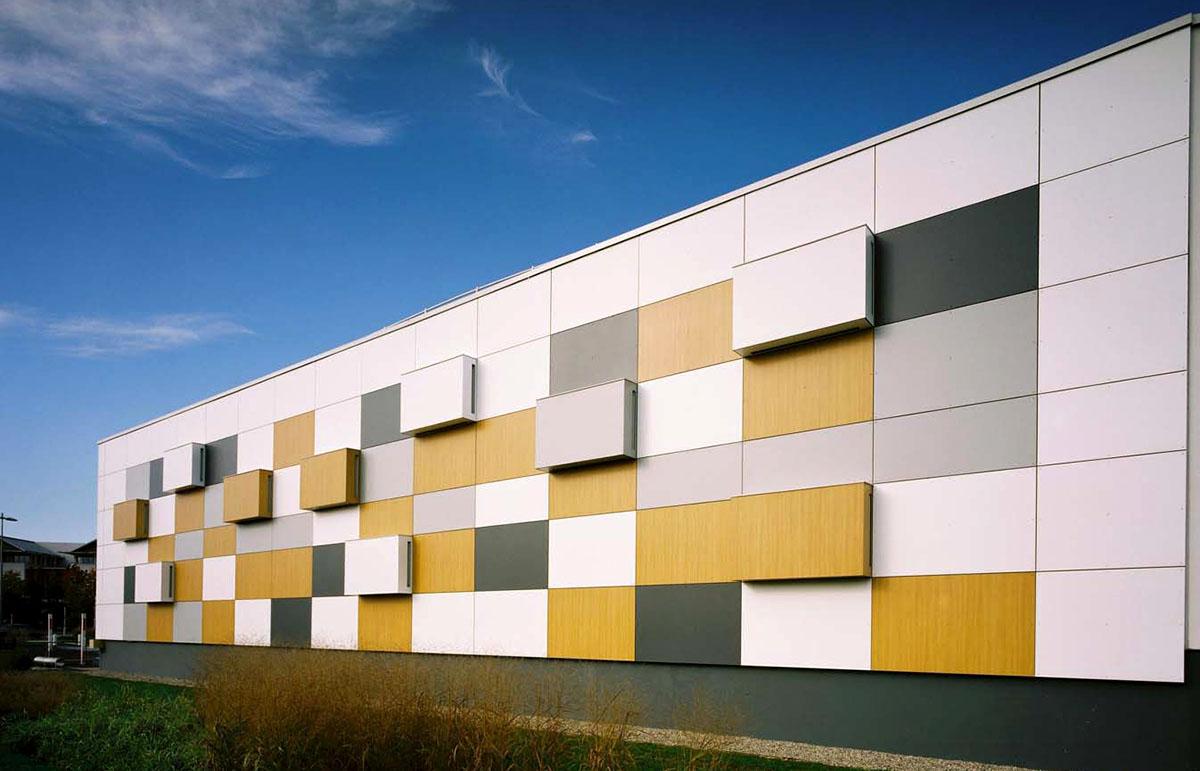 Оригинальные здания с использованием HPL панелей.  Торговый центр