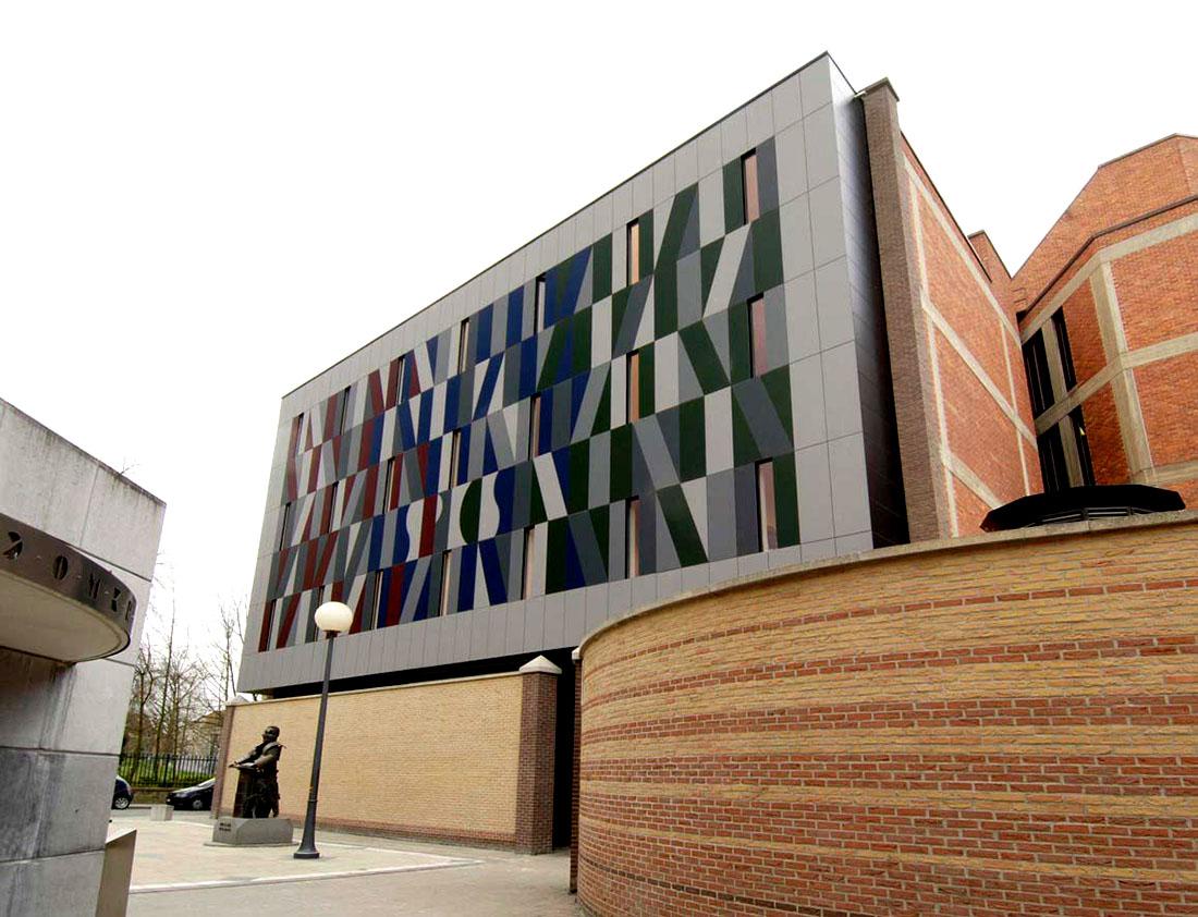 Оригинальные здания с использованием HPL панелей.  Библиотека Maurits Sabbe