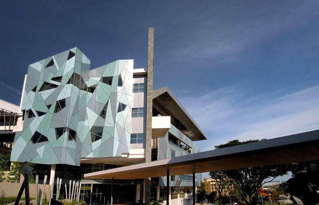 Оригинальные здания с использованием HPL панелей. Национальный Университет