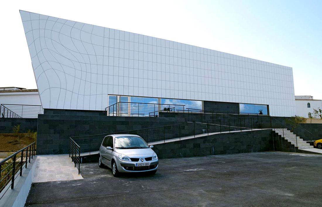 Оригинальные здания с использованием HPL панелей. Galatzo Congress Hall