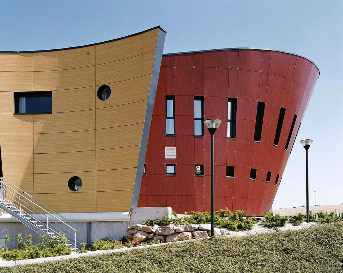 Оригинальные здания с использованием HPL панелей.  Оригинальные архитектурные формы