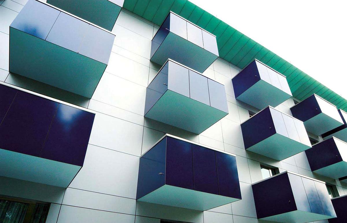 Оригинальные здания с использованием HPL панелей. Балконные ограждения