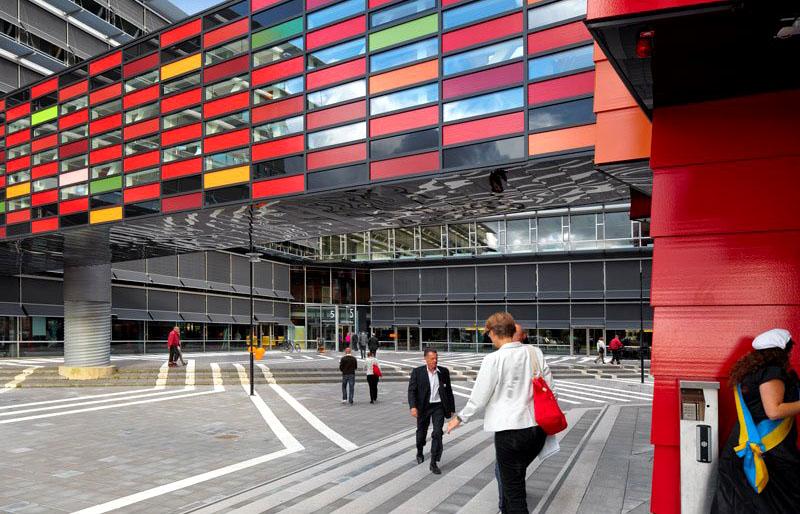 Здание университета в Гётеборге в виде эффектной шестеренки